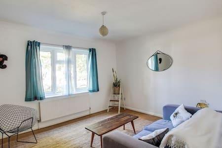 Lovely quiet one bedroom flat