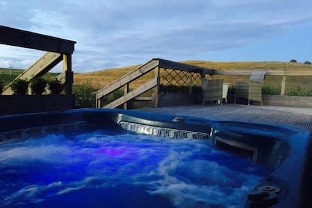 Hot Tub with views private room with bathroom gym - Falkirk - Casa
