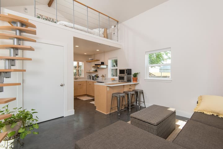 BRAND NEW Spacious Tiny House Loft - Portland - Loft