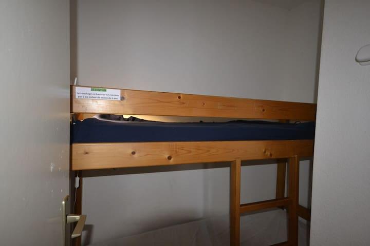 STUDIO CABINE INDEPENDANTE, pouvant accueillir jusqu'à 4 personnes.