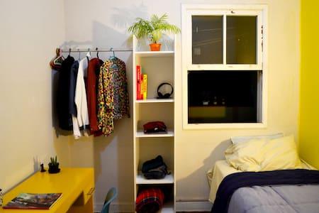 Cozy room near subway