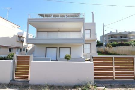 Beach house with garden. Agios Nikolaos Anavyssos