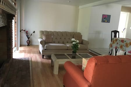 Room available with access to entire house - Southfield - Ház