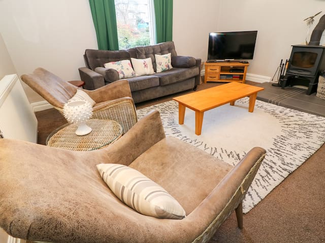 CHURCH VIEW, family friendly in Grange-Over-Sands, Ref 924624