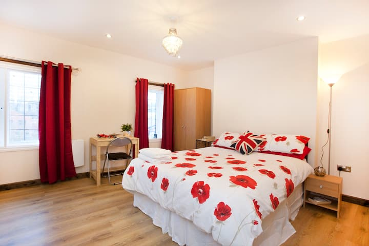 2 Double Rooms above City Centre Bar