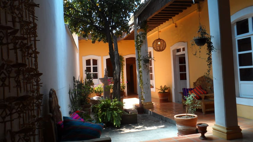 Beautiful colonial house in center - Morelia - Huis