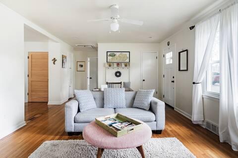 Adorable, Clean Lexington Cottage, Convenient to Everything
