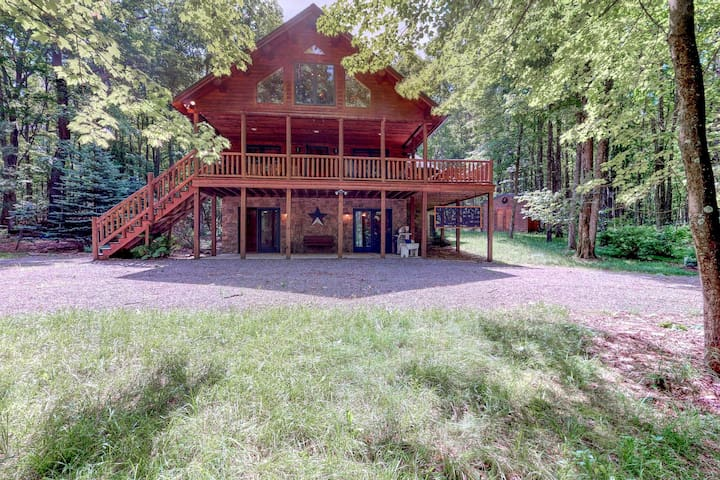 Serene wooded cabin w/ wraparound deck & fireplace - close to lake activities!