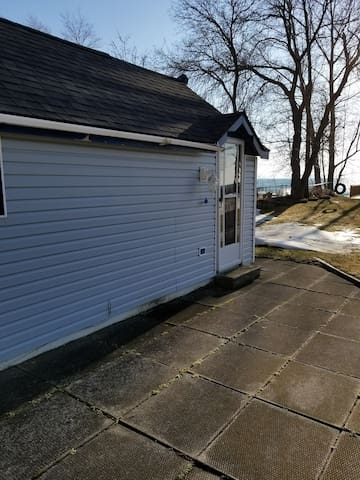 BALM BEACH WATERFRONT BACHELOR UNIT