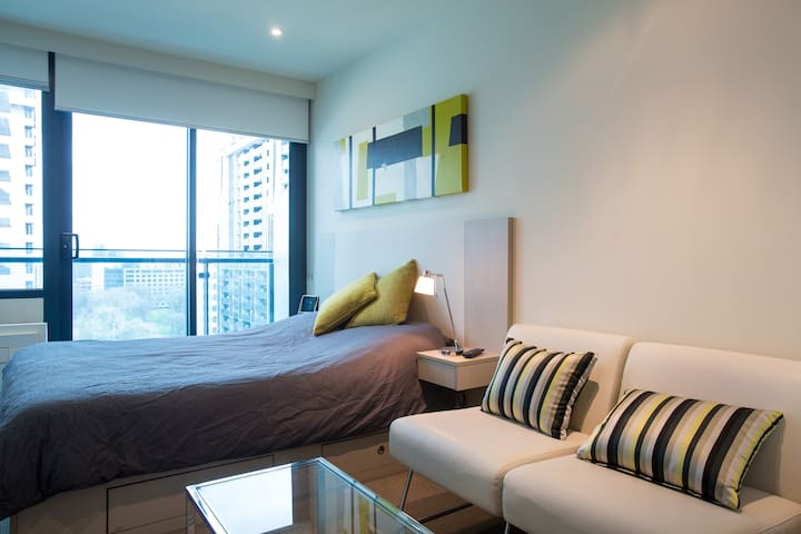 Modern CBD Apartment in brilliant location