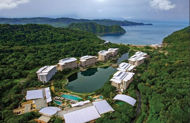 Pico De Loro 2BR 1min walk to beach & country club