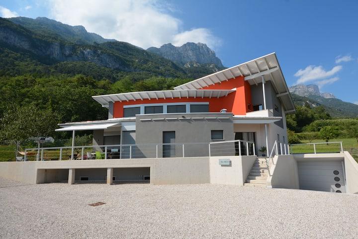 Villa ARCA - nel cuore della Valle dei Laghi