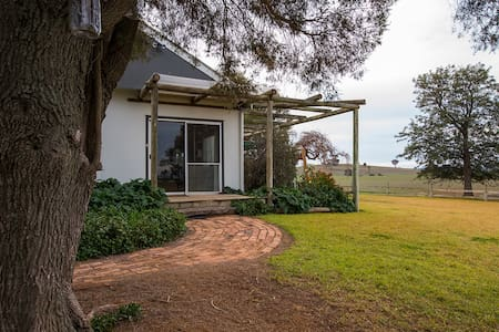 Colenso Country Retreat Young area - Galong - House
