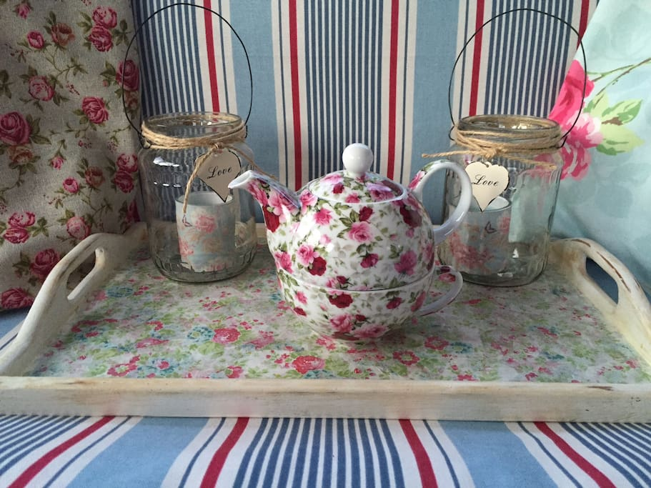 Vintage tea pot and candles