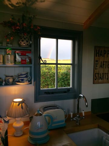 The Hut at No 1 Leathern Bottle. - Cornwall