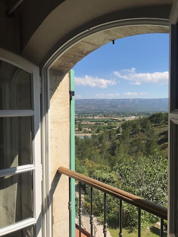 Large Studio with stunning views of The Luberon