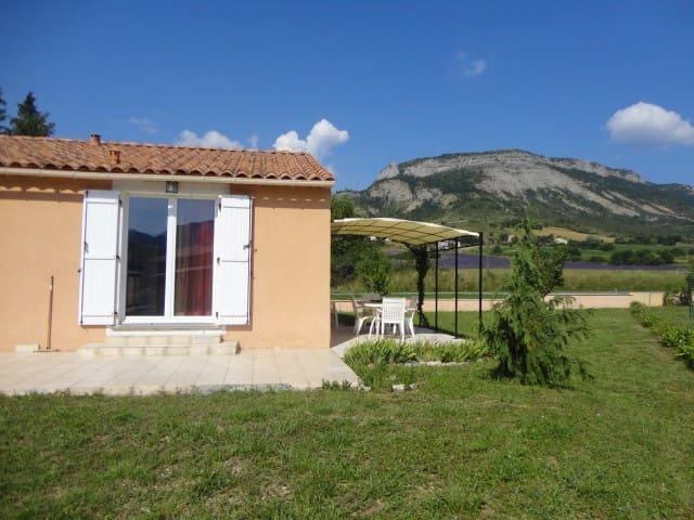 Belle maison individuelle de village - Séderon - Dům