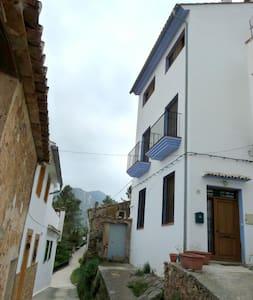 La Casa de Montán. - Montant - Haus
