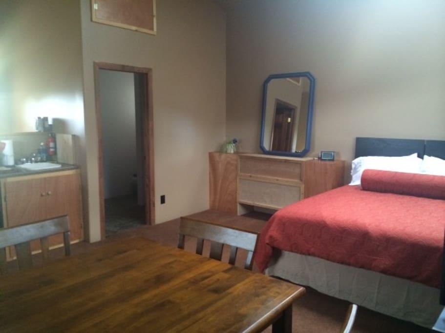 18 x 18 - nice size room