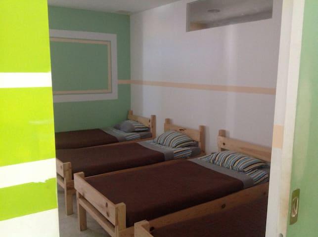 Ocean room Dorm - São Pedro da Cadeira - ที่พักพร้อมอาหารเช้า