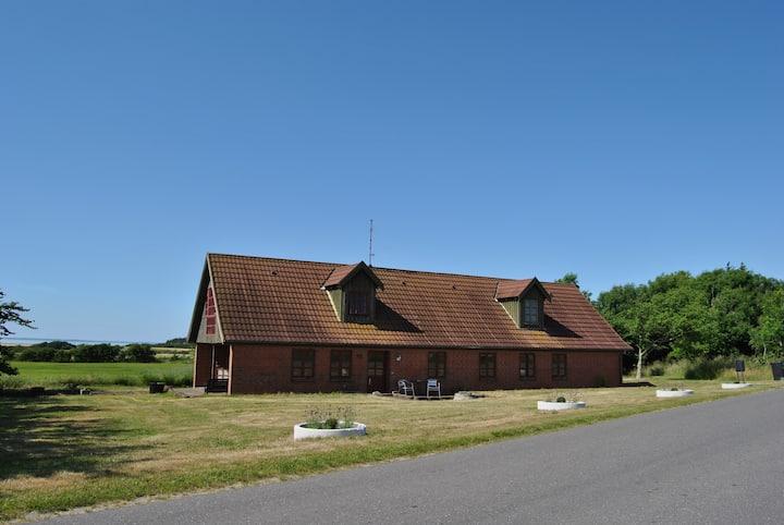 Landhus nær Rønbjerg med fantastisk udsigt