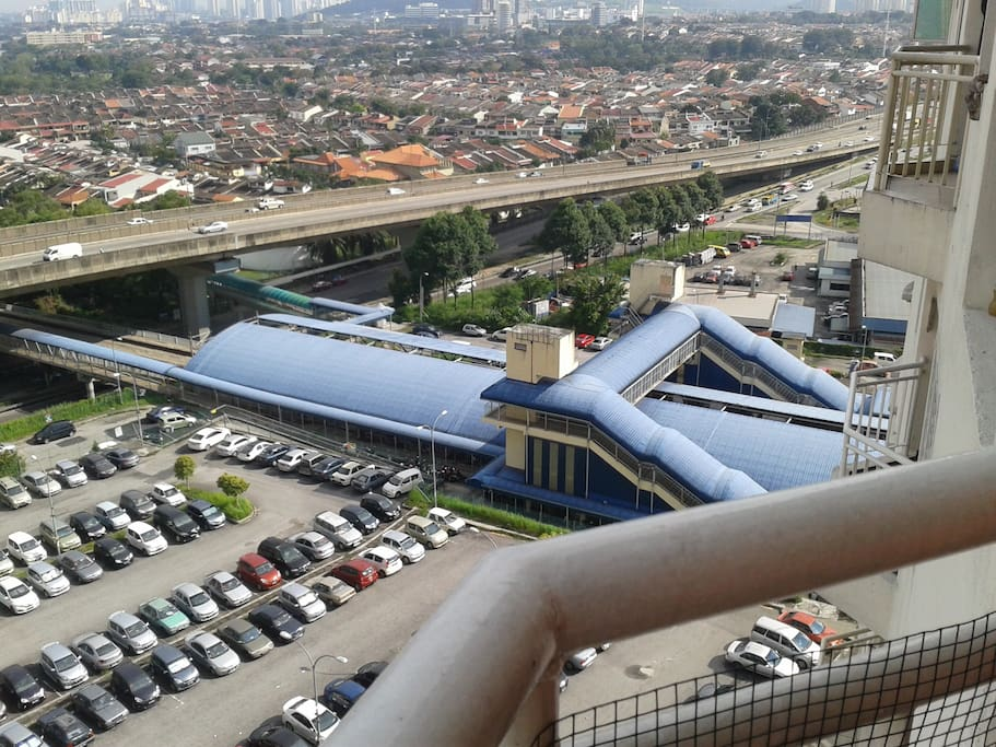 5 minutes walking distance to Kepong Sentral Commuter Train Station. Hassle and traffic jam free. From this station you can take the train to Kuala Lumpur International Airport via KLIA Express from KL Sentral Station and other places of interest in Kuala
