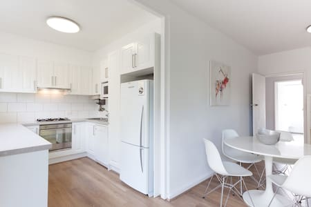 This renovated apartment in Malvern is located within walking distance to Glenferrie Rd shopping strip, Cabrini hospital, High St Armadale & at the entrance to the stunning Malvern Gardens. Enjoy your stay in one of Melbourne's most prestigious suburbs!  Perfect for long term stays where further discounts apply.