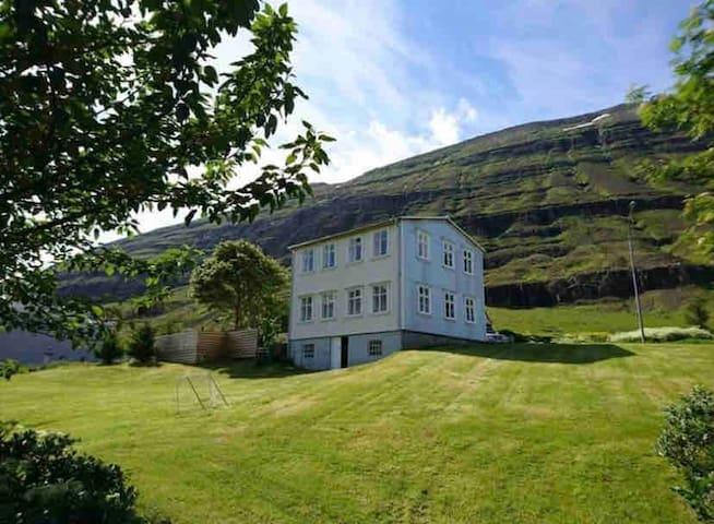 Fjörður 1