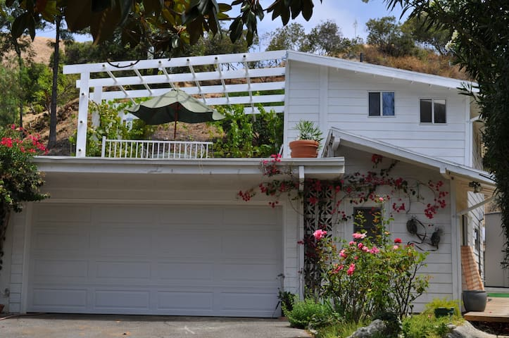 Two Story Private Guest House - 1 1/2 Bath