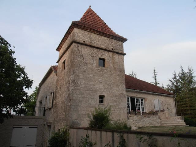 Stone house, views & pool, sleeps 8 - Lauzerte - House