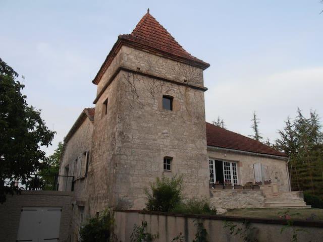 Stone house, views & pool, sleeps 8 - Lauzerte - Hus