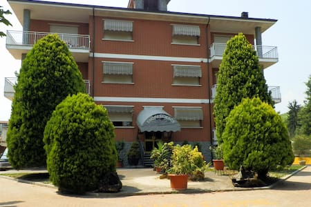 Appartamento con parco in Piemonte  - Cisterna D'asti