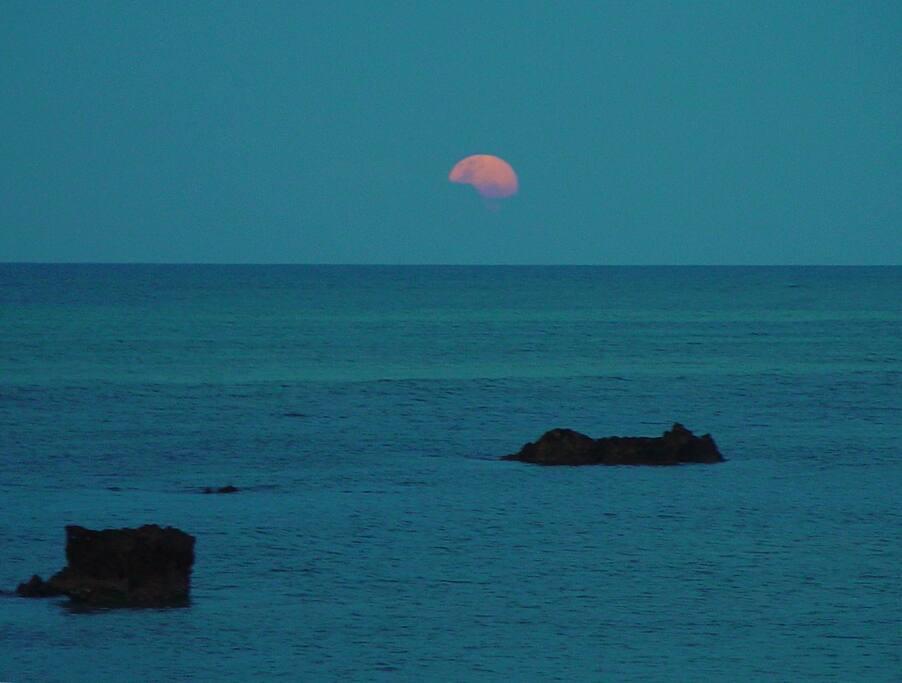 Full moon rising in December equinox