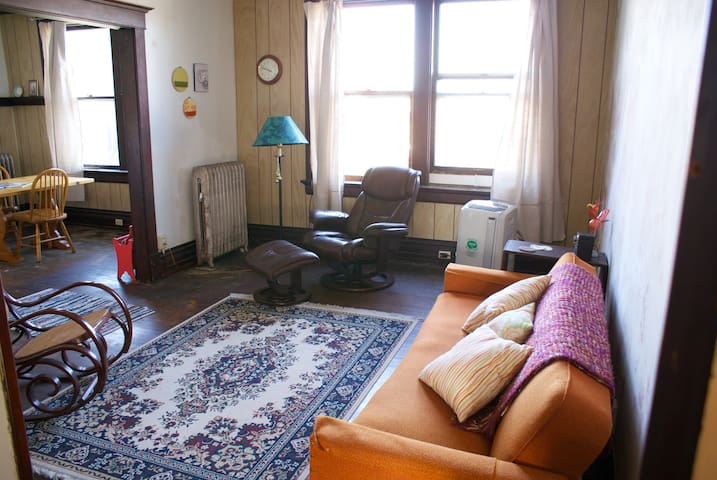 Downtown Apartment in Historic Bldg - Waterloo - Appartement