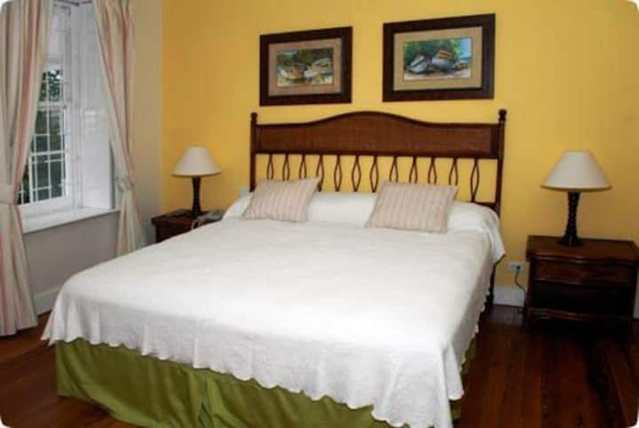 Great studio apartment in Hastings, Barbados - RB8