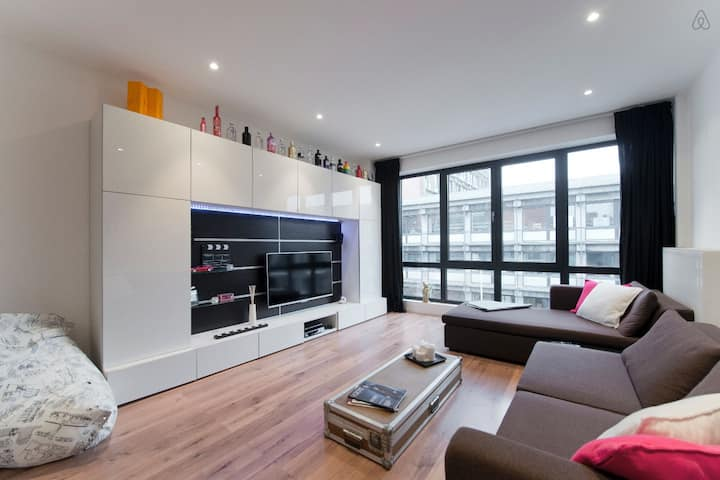 Spacious & light apartment in trendy Antwerp-South
