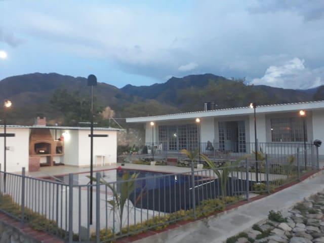 Casa campestre con piscina y bbq