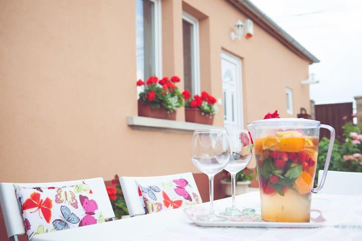 Dolce Vita Guesthouse - Vecsés - Rumah