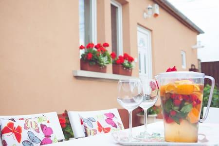 Dolce Vita Guesthouse - Vecsés - House