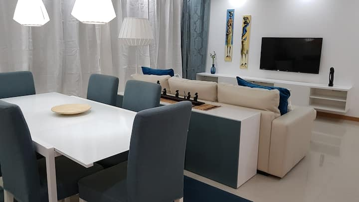 Elegant Modern Blue Apart, 15min Walk to the Beach