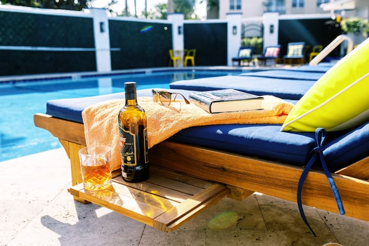 ★Cute Central Studio★ Kitchenette | Pool | parking