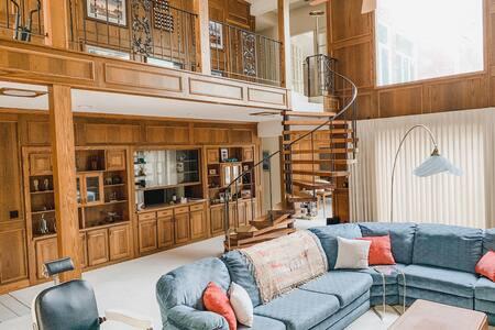 MAC's Place - Unique designer's home