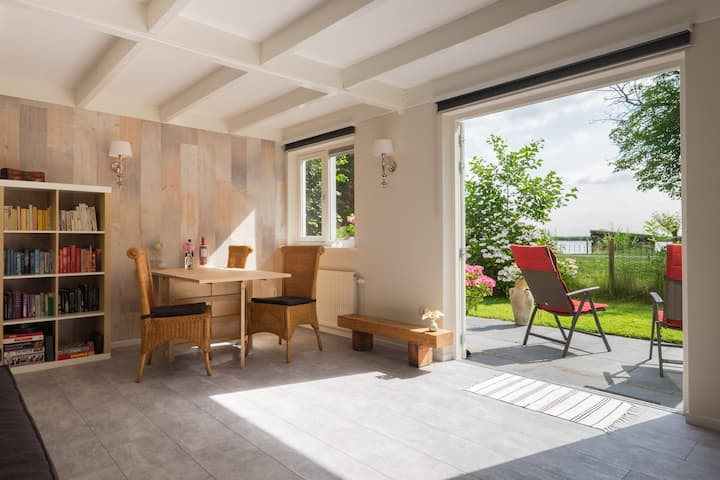 Location at the Rotte - easy going and remote