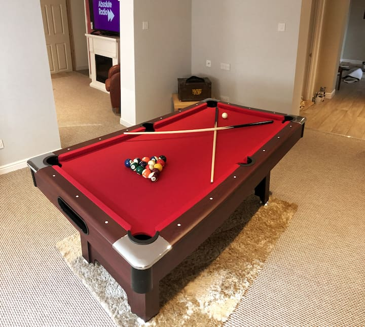 Unique Basement Flat with Private Bar & Games Room