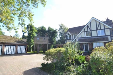 Spacious house in beautiful Dorset - Corfe Mullen