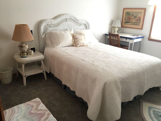 Stillwell Farms Inn - Private Bedroom - Lawrence - Bonner Springs - Casa