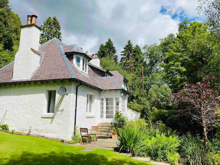 Character country cottage on the River Tay
