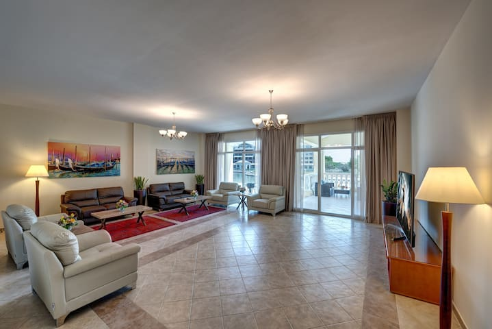 J5 Three Bedroom Terrace Apartment Motor City