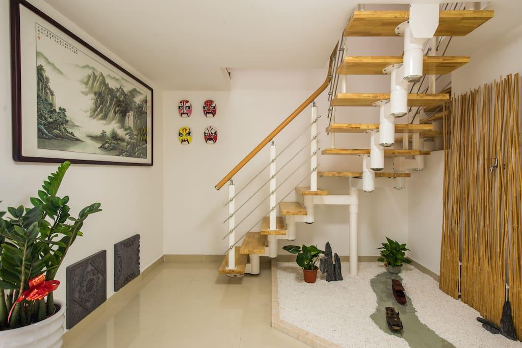 昆曲雅宿的7005套房整体漾溢着昆曲艺术和名人书画家艺术作品的文化艺术氛围,一步一景散发着雅致的环境。