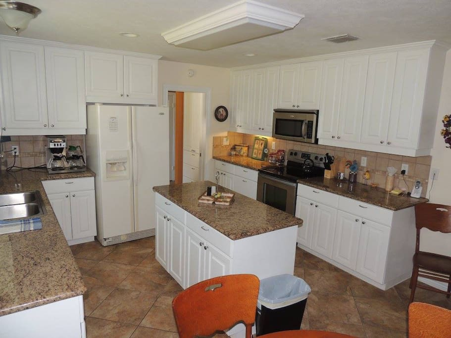 Kitchen island with plenty of room to prep and cook